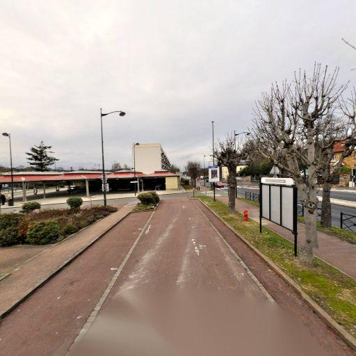 Parking Gare de Rambouillet - Parking - Saint-Germain-en-Laye