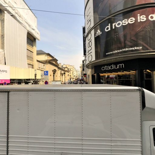 Superdry corner - Grand magasin - Paris