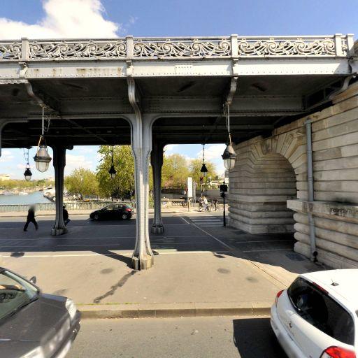 Pont de Bir-Hakeim - Attraction touristique - Paris
