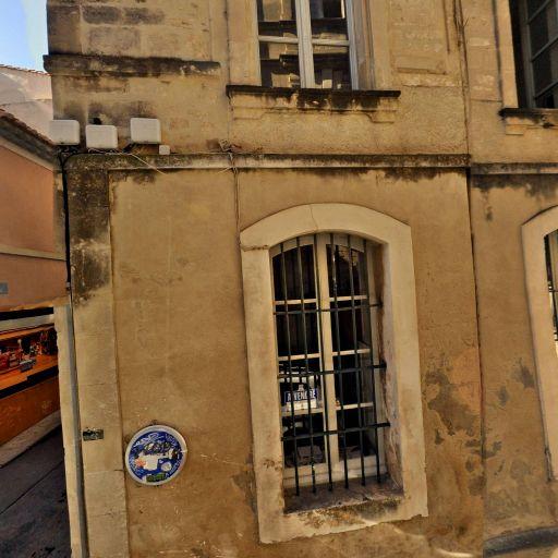 Puits dans la cour intérieure d'une maison - Attraction touristique - Arles