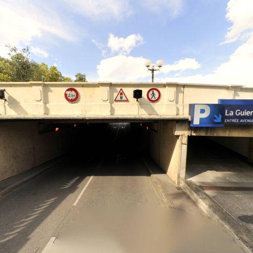Mairie - Parking public - Brive-la-Gaillarde