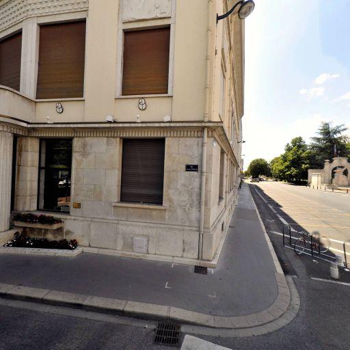 Centre Commerces Bourg - Associations de consommateurs et d'usagers - Bourg-en-Bresse