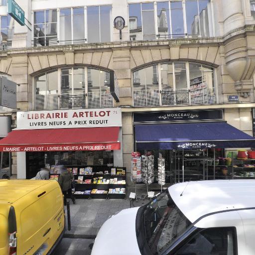 Le Livre De Margot - Librairie - Paris