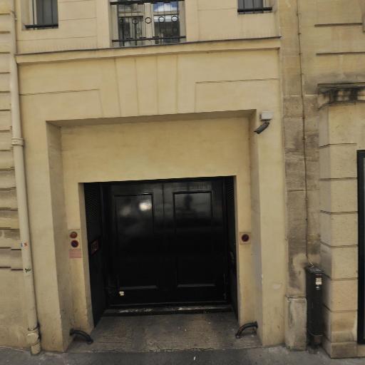 Benefit Cosmetics - Fabrication de parfums et cosmétiques - Paris