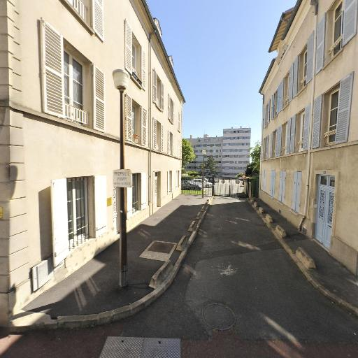Anissa Ait - Psychologue - Saint-Germain-en-Laye