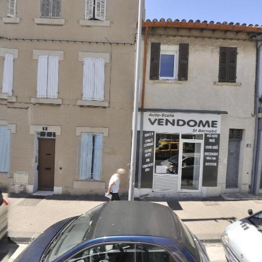 MagNails Styliste Ongulaire - Coiffeur - Marseille